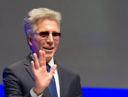 SAP отчита добро второ тримесечие, но търговската война удря по продажбите на софтуерни лицензи