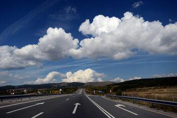 Вечерни новини: Всички искат да строят пътя до Калотина, а световният ръст на икономиката може да е краткосрочен