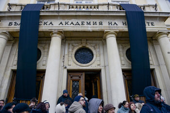 Под заплаха от протести кабинетът даде на Софийския университет сграда и 10 млн. лева