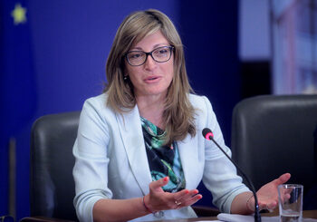 Захариева: ЕС да бъде по-активен в Близкия изток, но без резки движения