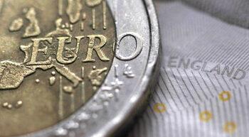 Скъпото евро може да подкопае резултатите на компаниите в Европа