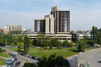 Собственикът на болници Михаил Тиков купува ИПК