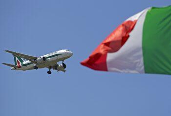 Италия ще запази 15% в Alitalia при продажбата на закъсалата авиокомпания