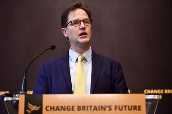 Facebook нае бивш британски вицеприемиер за подобряване на имиджа