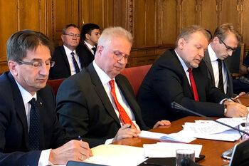 Орбан предложи специален съд под надзора на министър