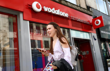Vodafone планира да намали разходите