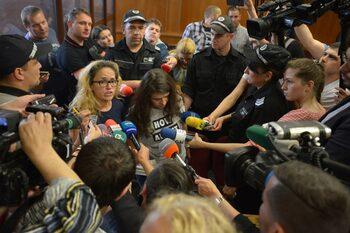 Вечерни новини: Иванчева остава в ареста, приет закон спира протестите на майките