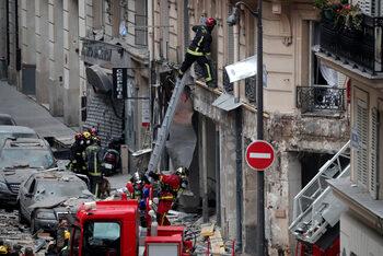 Газова екслозия в пекарна в центъра на Париж взе жертви (обновена)