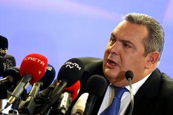 Гръцкият министър на отбраната подаде оставка заради името на Македония