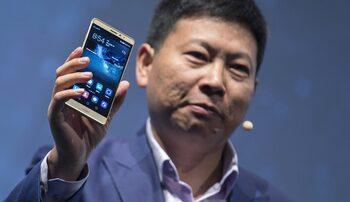 Потребителите в Китай избират все повече Huawei пред Apple