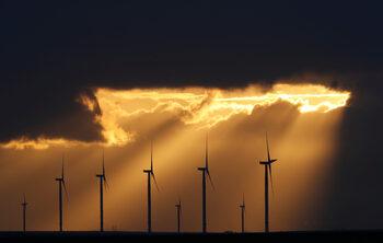 ЕС може да произвежда толкова ток от ВЕИ, колкото потребява