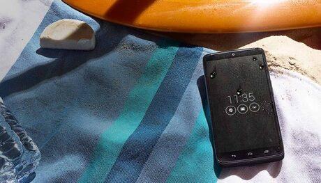 Motorola представи Droid Turbo смартфон с различни лица