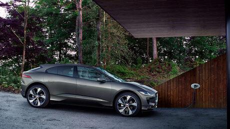 Популярни електромобили на Nissan и Jaguar на изложението в Sofia Ring Mall