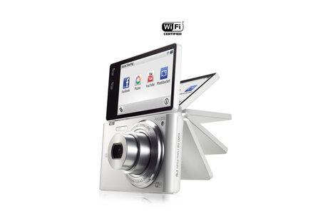 """Samsung попълни серията """"умни"""" фотокамери с модела MV900F"""