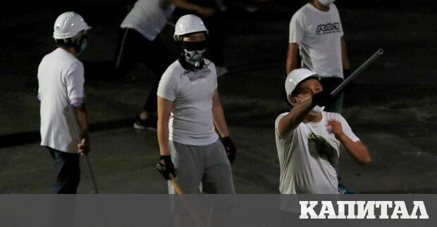 Протестите в Хонконг продължават вече 7 седмици, като черното се