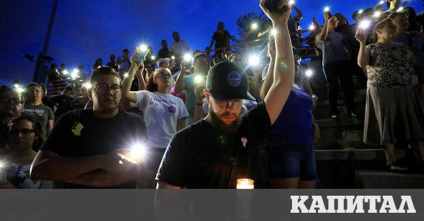 Жители на Ел Пасо, Тексас отдават почит на загиналите най-малко