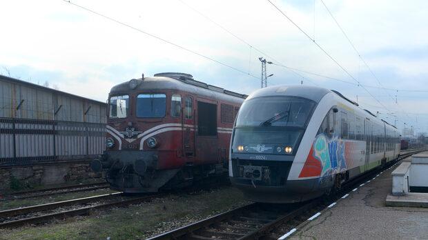 """Към момента локомотивите на """"БДЖ - Пътнически превози"""" са на средна възраст около 40 години. Изключение са новите мотрисни състави, които са 49 и предстои да бъдат ремонтирани"""