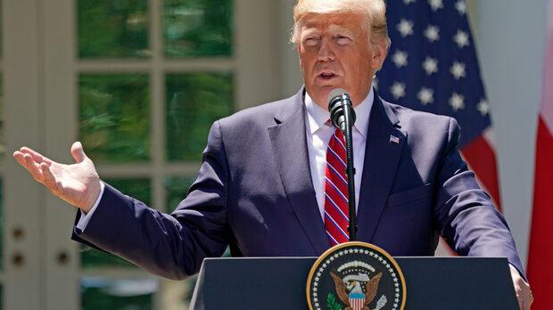 """Тръмп разясни още, че позволението за продажби се отнася само за """"оборудване, което не е свързано с въпроса за националната сигурност"""", но не даде подробности."""