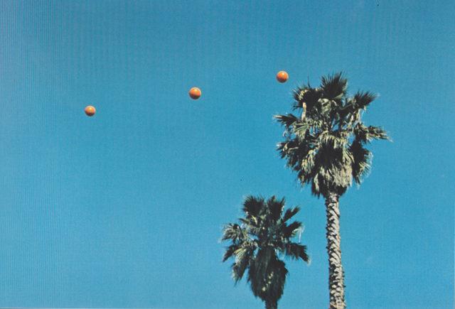 Да хвърлиш три топки във въздуха, за да получиш права линия(най-доброто от 36 опита), фотография, 1973