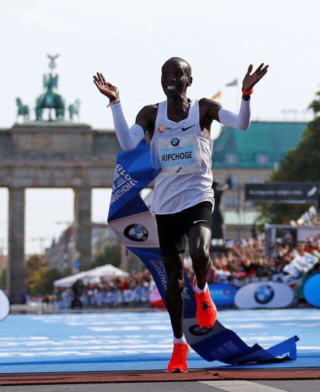 Олимпийският шампион Елиуд Кипчоге от Кения спечели 45-ото издание на маратона на Берлин с нов световен рекорд - 2:01:39 часа