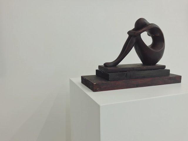 Николай Абрашев, 1897-1962, Без заглавие (Фигура), керамика, дърво, 18 х 27 х 12 см