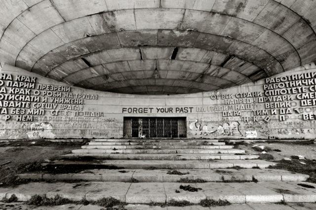 От фотоалбума Forget Your Past на Никола Михов
