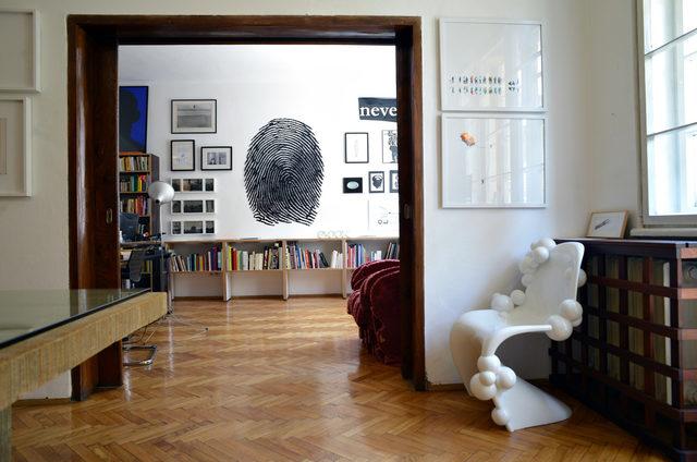 """Архивна снимка на """"Капитал"""" от 2013 г. - рядък поглед към апартамента и галерията на Боасиер."""