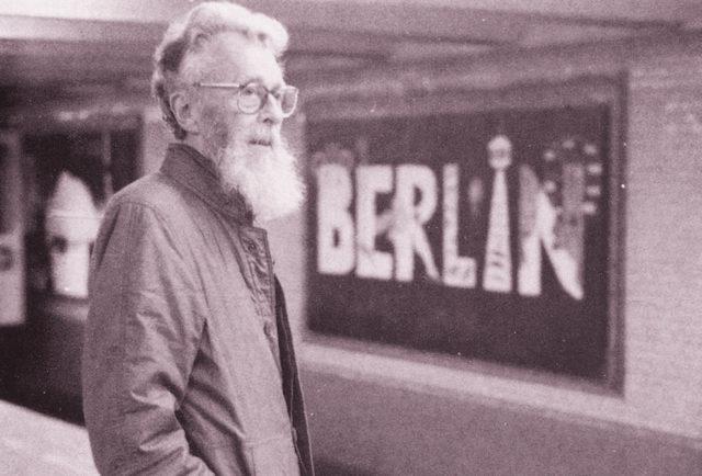 Пийт в берлинското метро няколко месеца преди смъртта му през юни 1988 г.