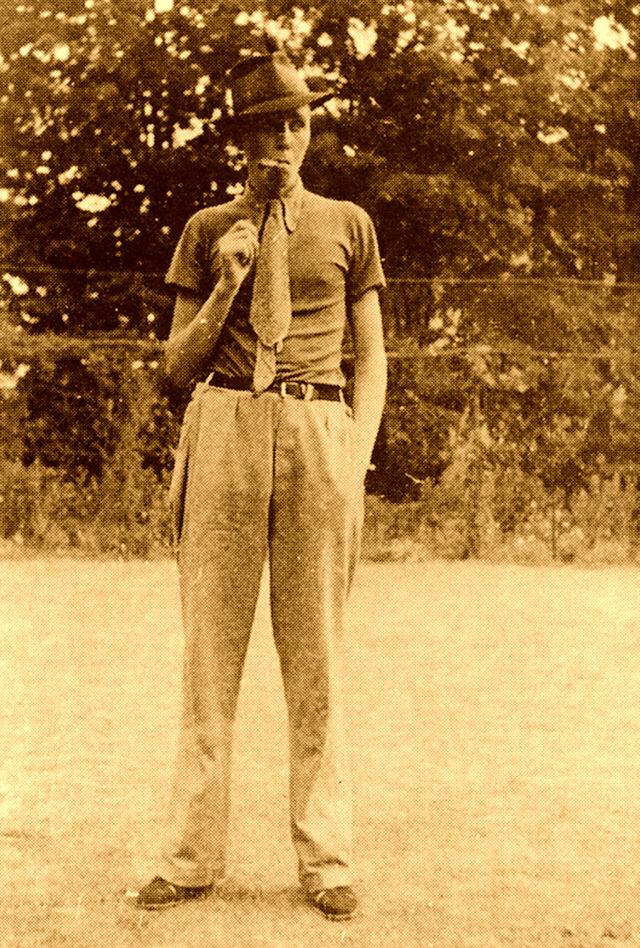През 1936 г. Пийт заминава за Прага, където работи като учител по английски