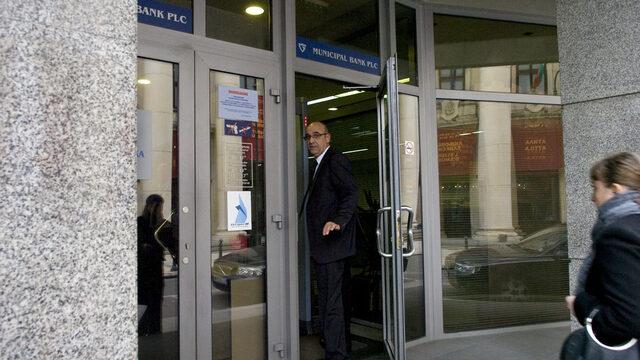 Освободеният член на Надзорния съвет на банката Димитър Колев, пристига за събранието.