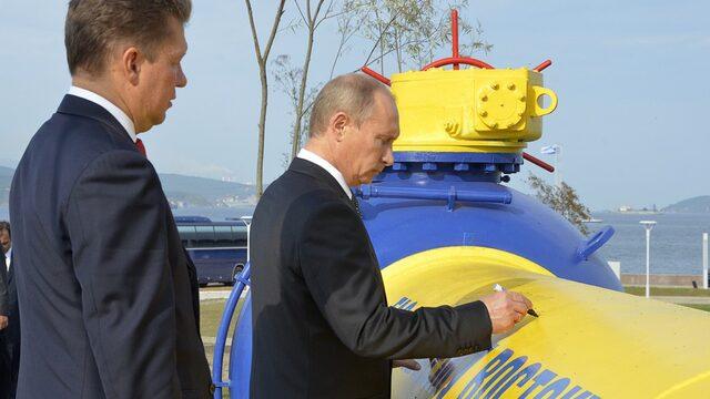 """След газовите войни с Украйна Русия решава да построи газопроводи, които да заобикалят тази страна. Обсъдени са два алтернативни проекта - """"Северен поток"""" по дъното на Балтийско море и втори ръкав на """"Ямал–Европа"""" през територията на Беларус."""