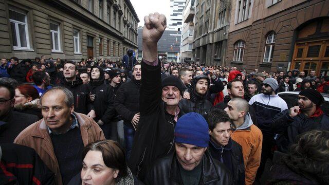 Протестиращи в Сараево блокираха правителствения квартал през уикенда