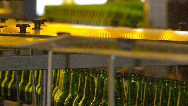 Пивоварите инвестират въпреки леко падащите продажби