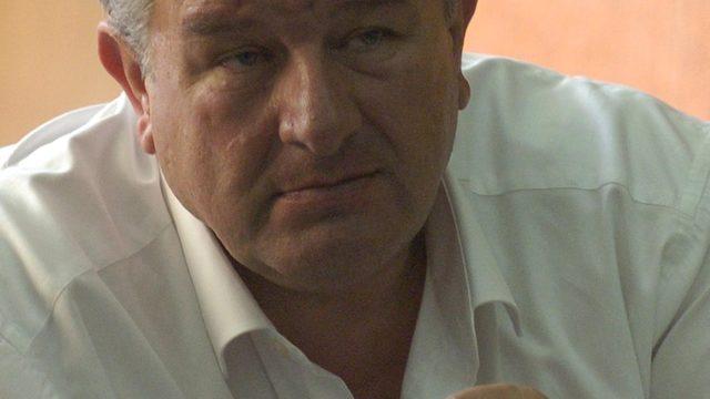 """След покупката на осем ВЕЦ-а и """"Елкабел"""" близкият до ДПС бизнесмен Фуат Гювен е на път да се сдобие ис банка"""