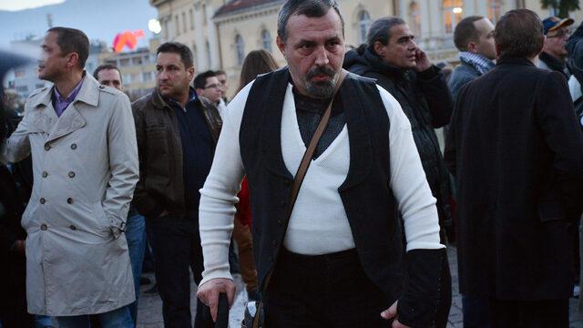 На протеста присъства председателят на Съюза на артистите Христо Мутафчиев, заедно с много други известни артисти.