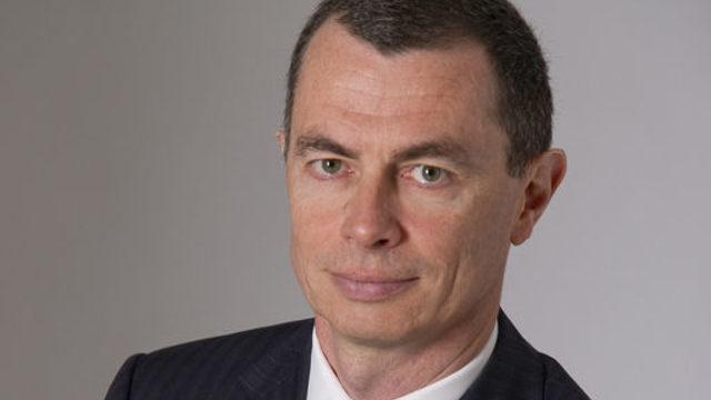 Първите действия на новия главен изпълнителен директор Жан-Пиер Мустие бяха приети положително от пазарите и акциите на италианската банка поскъпнаха с 13.5% във вторник