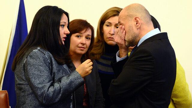 """Министри от кабинета """"Борисов"""" коментират победата на Доналд Тръмп минути преди заседание на Министерски съвет в сряда."""