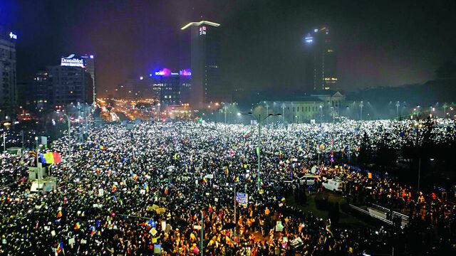 Президентът успя да канализира оправдания гняв на част от румънското общество срещу извънредните декрети, но не прекрачи границата с искане за нови избори, които биха хвърлили страната в нова спирала от нестабилност