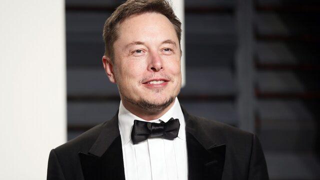 Началото на годината е добро за Илън Мъск - компанията му Tesla е доставила 25 хил. автомобила през първото тримесечие на 2017 г., далеч повече от очакванията на анализаторите. Годината е определяща за бъдещето на групата, тъй като от представянето зависи дали ще успее да се наложи не само като име в иновациите, но и като пазарен лидер. След новината Tesla надмина по пазарна капитализация Ford.