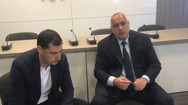 По инструкция от Бойко Борисов кметът на Пловдив Иван Тотев (вляво) отново ще трябва да смени позицията си за участието на града в панаира