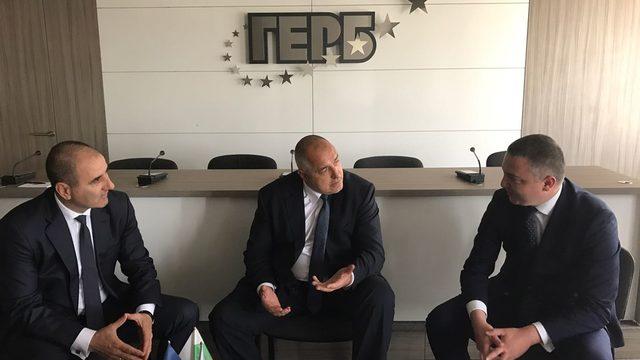Кметът на Варна Иван Портних (вдясно) и общинските съветници от ГЕРБ бяха инструктирани да се откажат от участието си в панаира