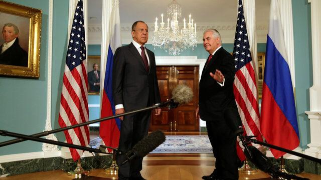 Американският държавен секретар Рекс Тилърсън се срещна с руския си колега Сергей Лавров, който бе на работно посещение във Вашингтон. Двамата обсъдиха ситуацията в Сирия и Украйна
