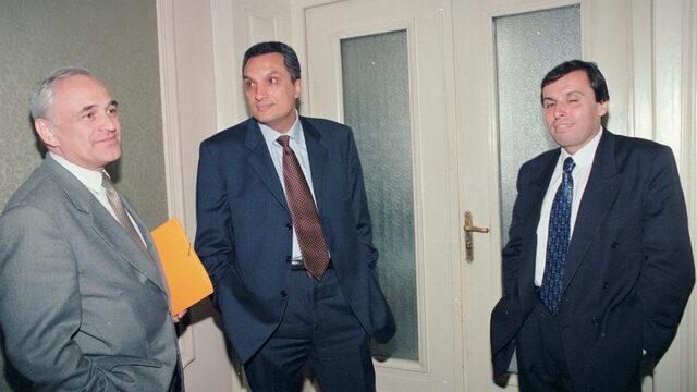 Паричният съвет влиза в сила при правителството на ОДС и Иван Костов, когато Светослав Гаврийски (вдясно) замени Любомир Филипов като гуверньор на БНБ.