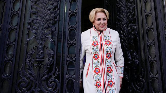 Румънският президент назначи евродепутата Виорика Дънчила за трети премиер на страната за година. Предшественикът й Михай Тудосе подаде оставка след неразбирателство с лидера на управляващите социалдемократи Ливиу Драгня