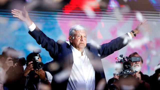 """С думите """"Хората ще ме пазят. Който се бори за правосъдие, няма от какво да се страхува"""" избраният за президент на Мексико Андрес Мануел Лопес Обрадор обяви, че ще пътува без въоръжена охрана"""