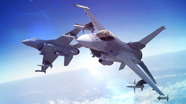 """F-16 Viper (Block 70/72) има двойно по-голям радиус на действие от конкурента си, позиционира се като своеобразен """"изтребител от пето поколение за бедни"""" и обещава някои от функционалностите на F-35 (например <a href=""""https://en.wikipedia.org/wiki/AN/APG-83"""" target=""""_blank"""">супермодерния радар APG-83</a>), но, разбира се, без стелт възможностите"""