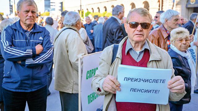 Пенсионери протестираха пред Министерския съвет в сряда с искане за преизчисляване на пенсиите и осигуряване на европейско ниво