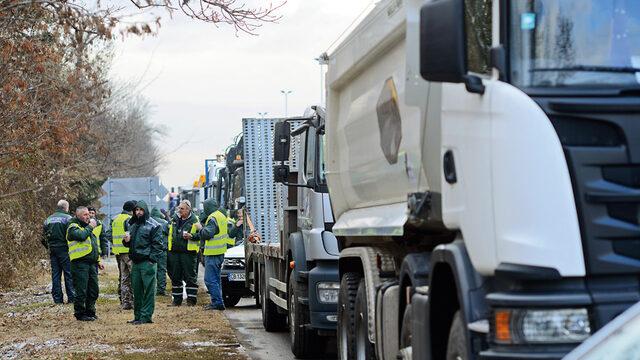 Камарата на строителите в България обяви безпрецедентен протест срещу публично изказаните съмнения за корупция при обществените поръчки за строителство на пътища