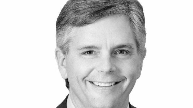 General Electric продава американската Dahaner, която отговаря за фармацевтичния бизнес на компанията, за 21.4 млрд. долара. Миналата година GE отхвърли опита за закупуване на подразделението, но бордът на компанията стана по-отворен за сделката, след като Лорънс Кълп пое поста главен изпълнителен директор през септември.