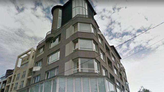 Жилището на Георгиев, купено през 2017 г., се намира на последния етаж на тази сграда